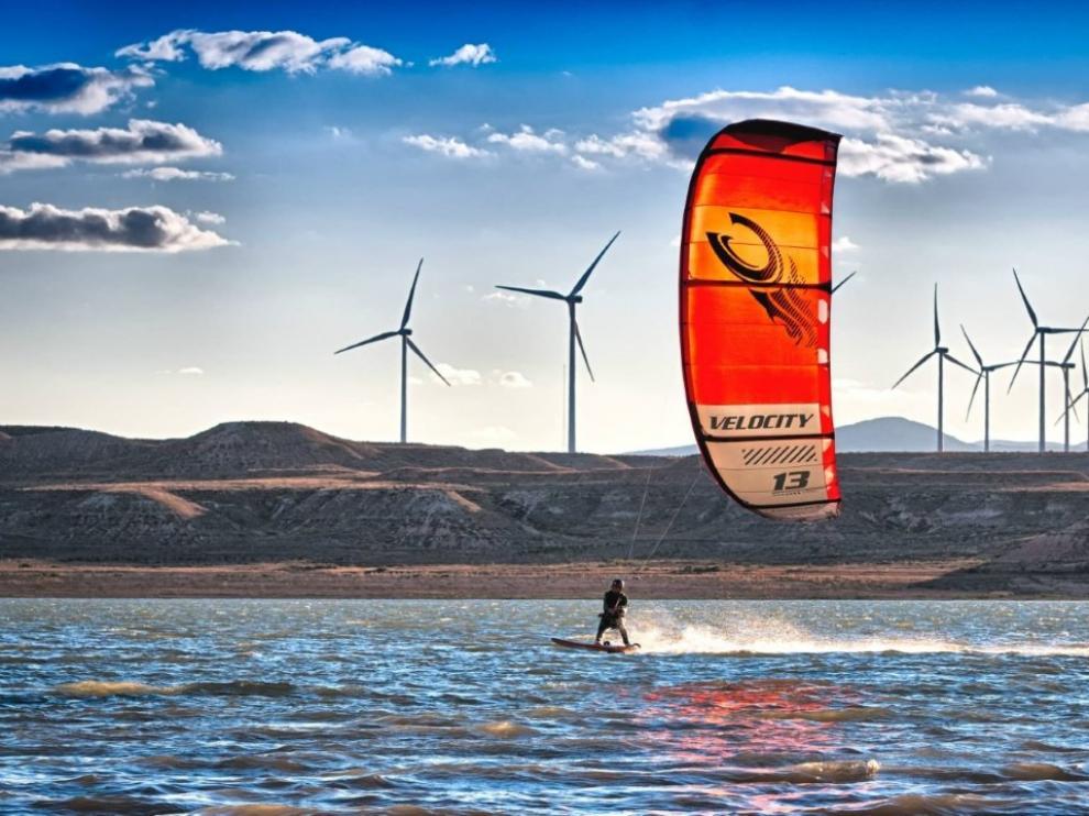 Kitesurf en el embalse de La Loteta.