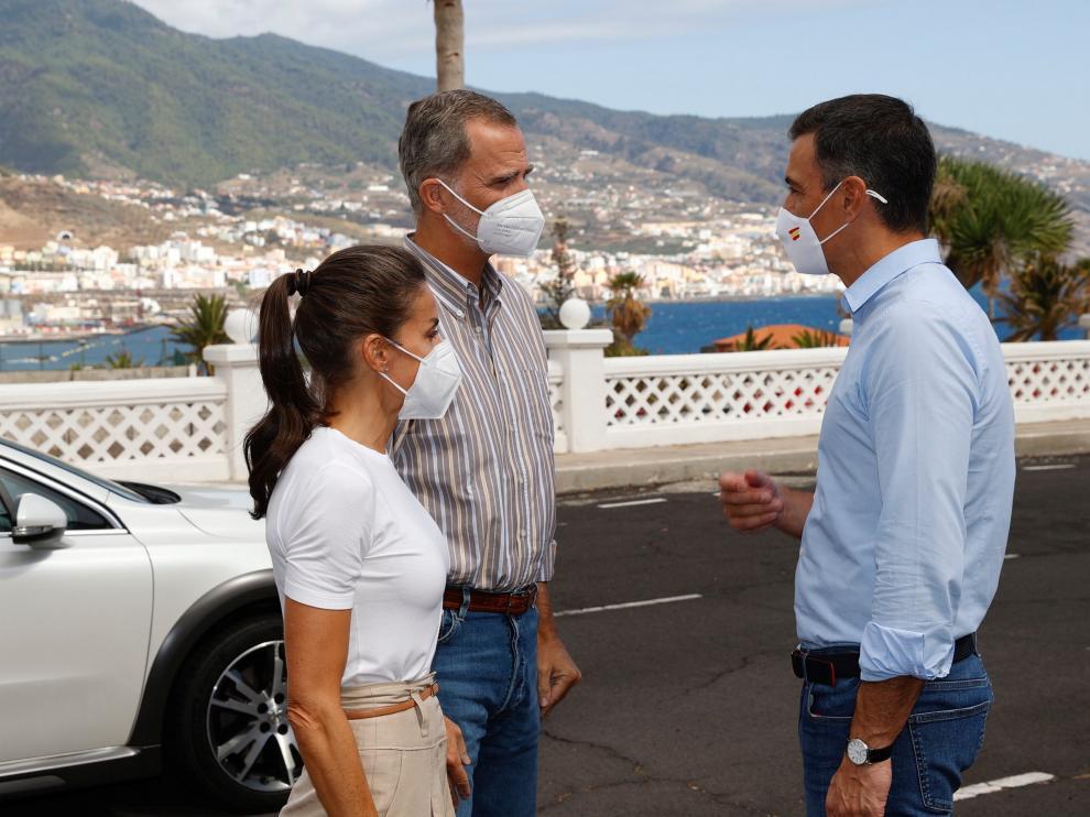 Pedro Sánchez junto a los Reyes en su visita de este jueves a La Palma