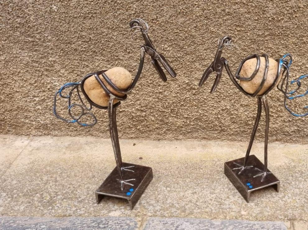 Los premios consisten en esculturas del artista José Azul.