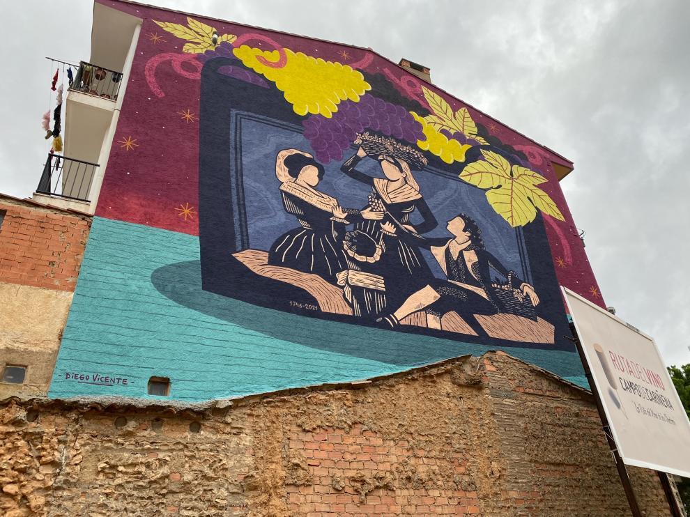 El mural de la vendimia realizado por Diego Vicente luce ya junto a la sede de la DOP Cariñena.