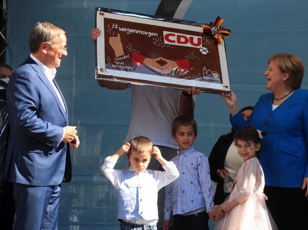 Merkel apoya al candidato de la CDU, Armin Laschet