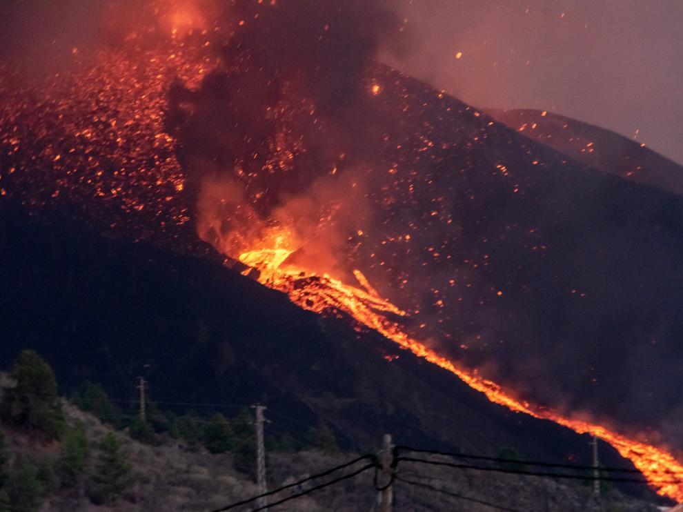 Nuevas bocas y una mayor explosividad obligan a más evacuaciones en La Palma