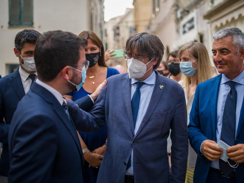 Pere Aragonès saludando a Carles Puigdemont