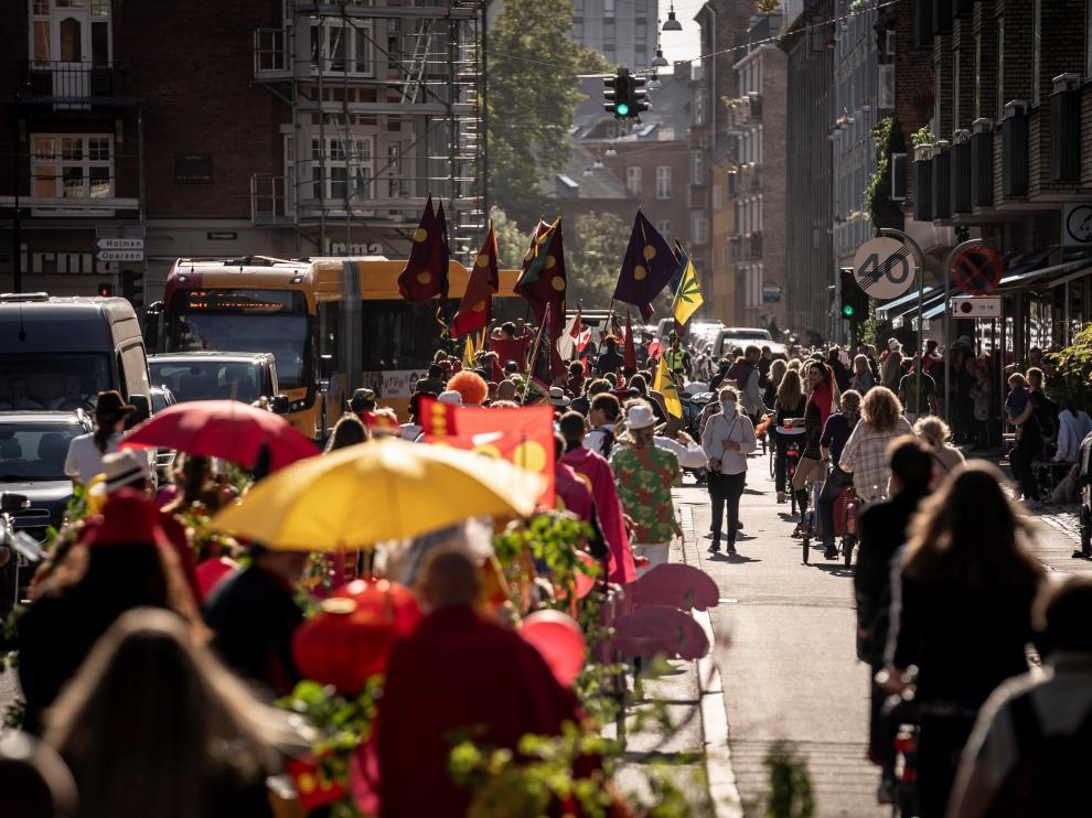 Desfile por una calle de Christiania para conmemorar, este domingo 26 de septiembre, el 50 aniversario de su creación. DENMARK COPENHAGEN CHRISTIANIA ANNIVERSARY