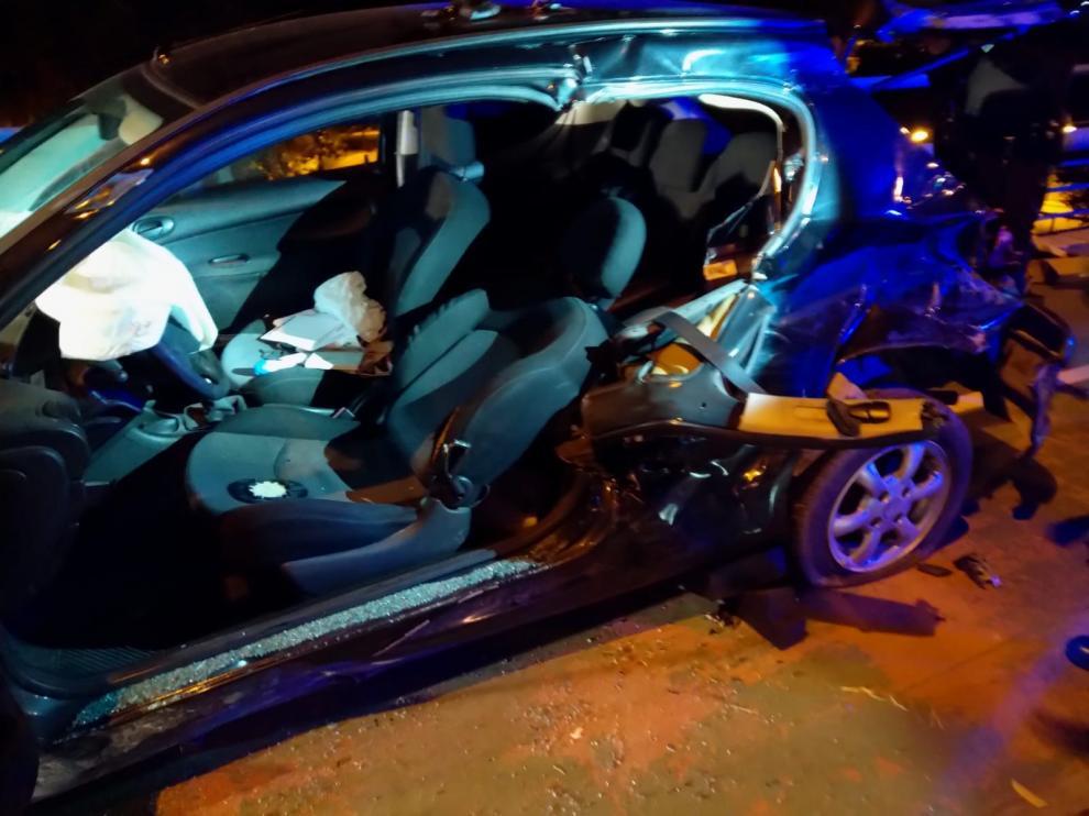 Estado en el que quedó el coche del que tuvo que ser excarcelado el piloto en Ronda Hispanidad.