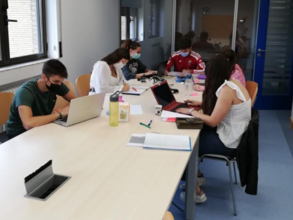 Estudiantes en una residencia del Gobierno de Aragón.