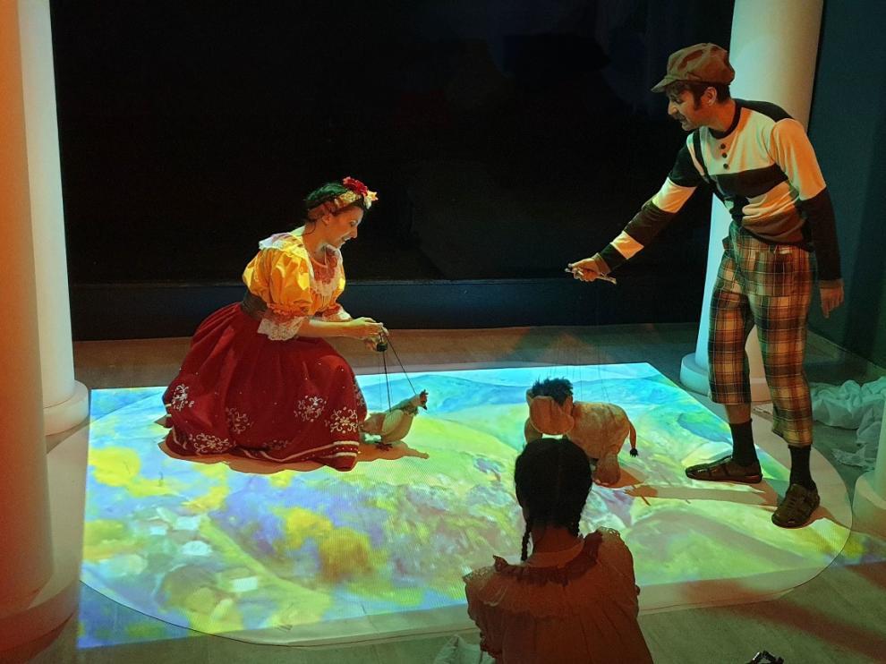 Un momento de la representación de la obra 'Frida, la niña que quería pintar'