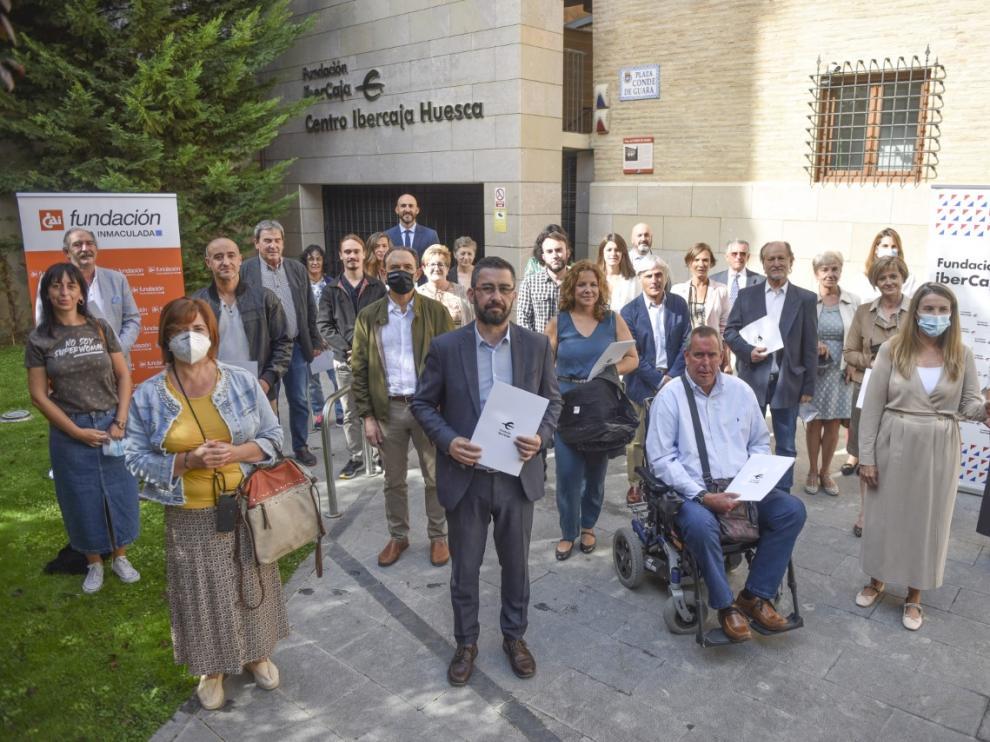 Acto de entrega de proyectos sociales en Huesca por parte de las fundaciones de Ibercaja y CAI.