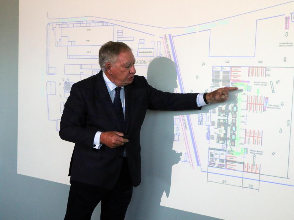 Clemente González explica el proyecto de ampliación de la planta de Sabiñánigo.