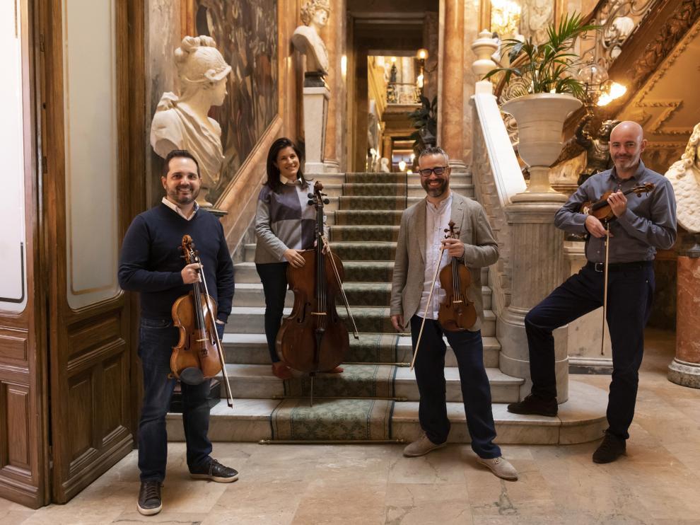 De izquierda a derecha, Josep Puchades, Helena Poggio, Cibrán Sierra y Aitor Hevia, en el Museo Cerralbo de Madrid, donde el Cuarteto Quiroga es grupo residente. enrique cidoncha