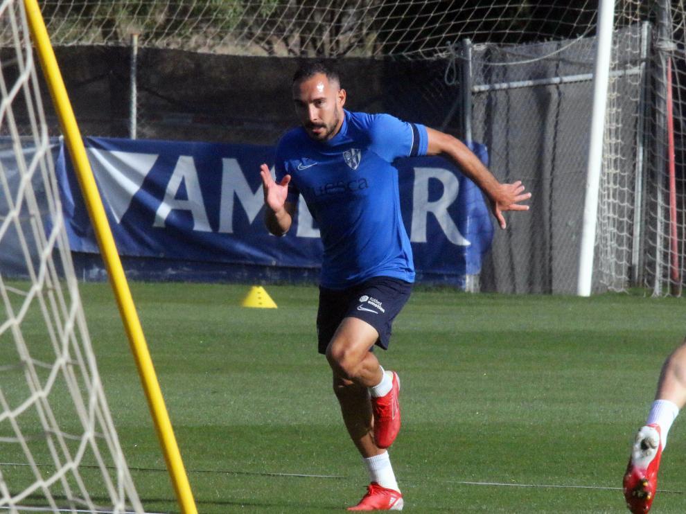 David Ferreiro, durante el entrenamiento de este lunes de la SD Huesca.