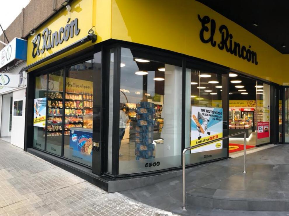 Exterior de la nueva tienda ubicada en Vía Univérsitas.