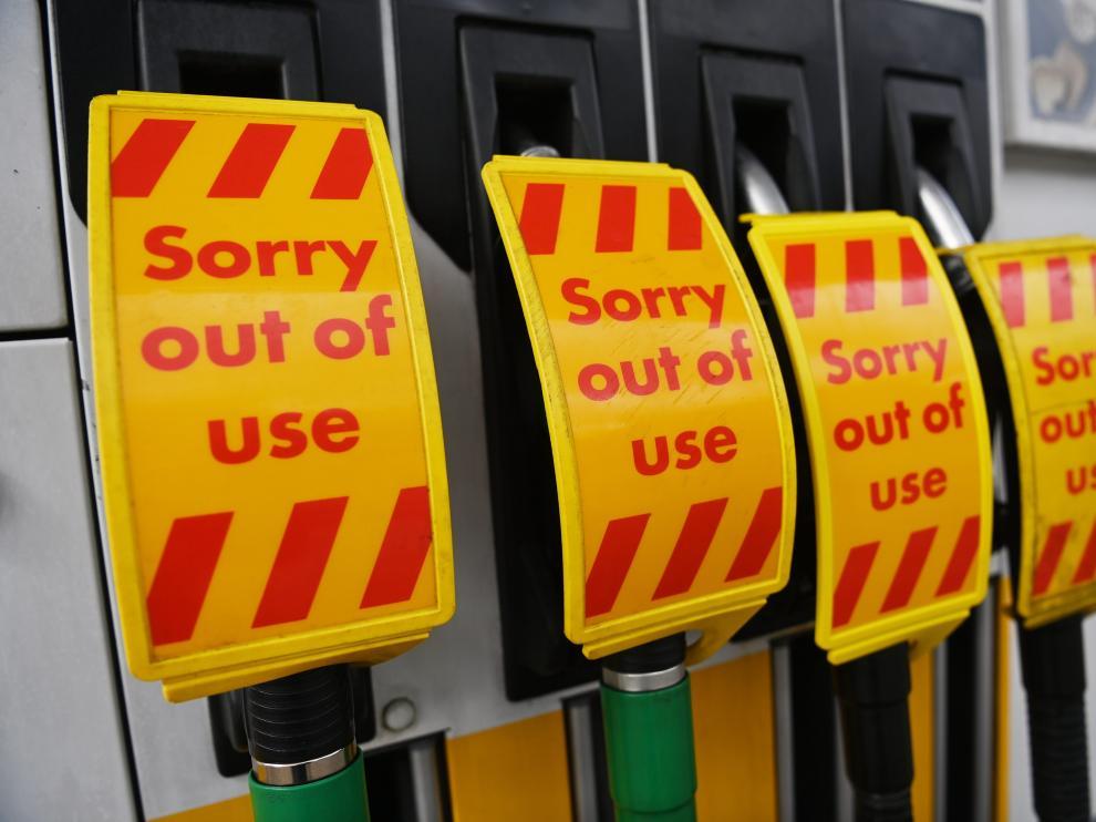 Una gasolinera en Londres advierte a sus clientes de que no hay combustible.