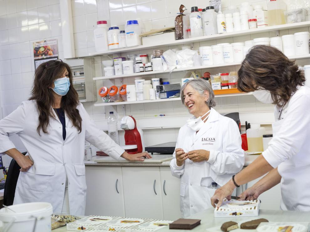 Eva Arguiñano en Chocolates Lacasa, donde disfrutó del proceso de elaboración de sus turrones.