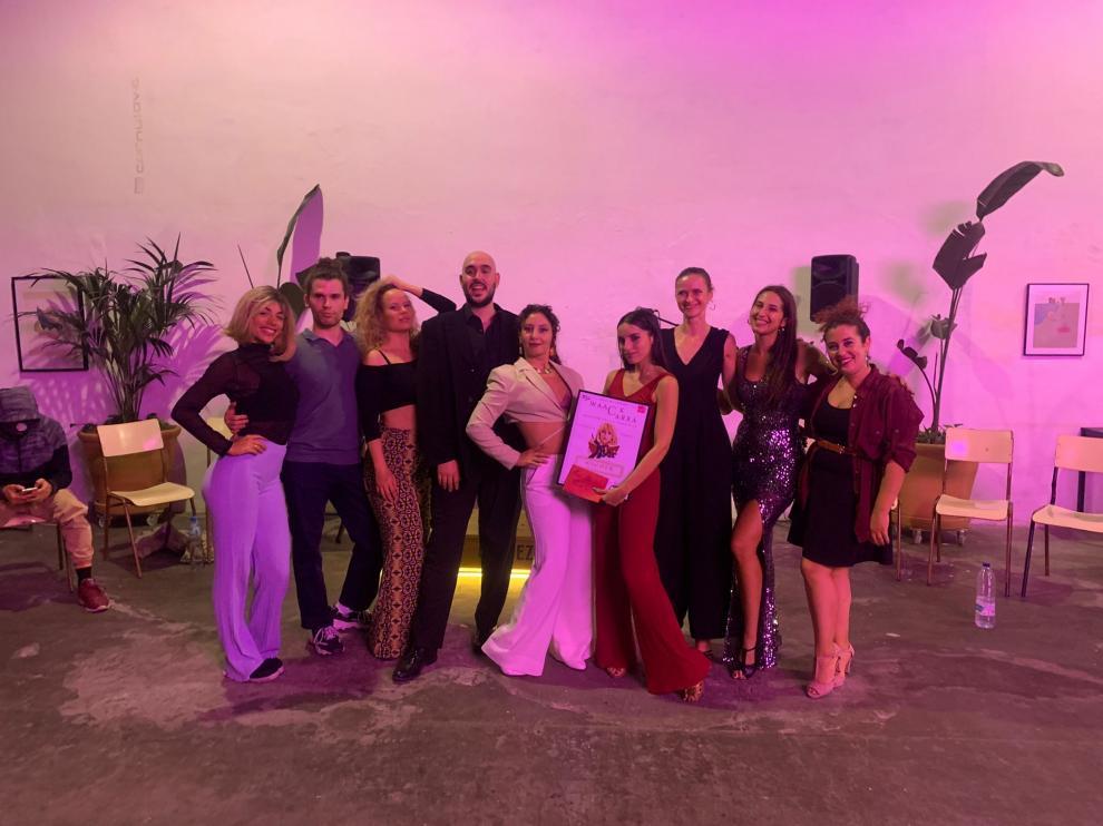 Julia Romero, con el resto de participantes en el concurso.