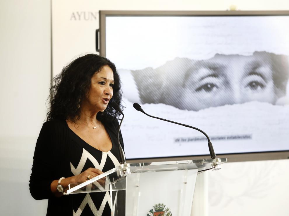 Magdalena Lasala en la presentación de su nuevo libro sobre las mujeres aragonesas.