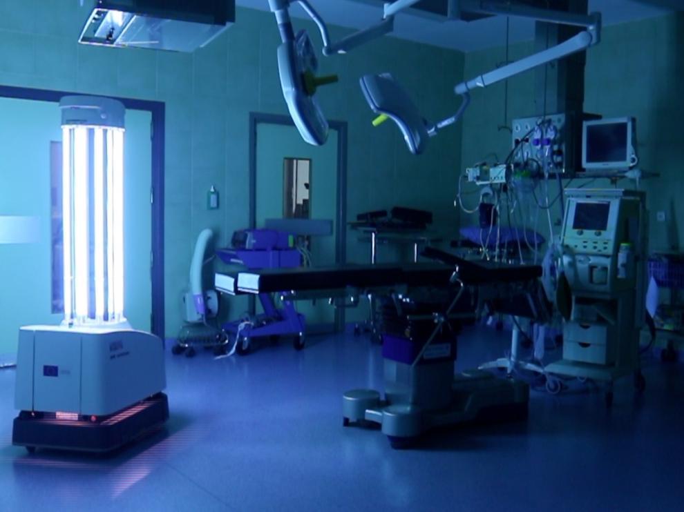 Uno de los robots desinfectantes, como el que trabaja en el hospital San Juan de Dios de Zaragoza.