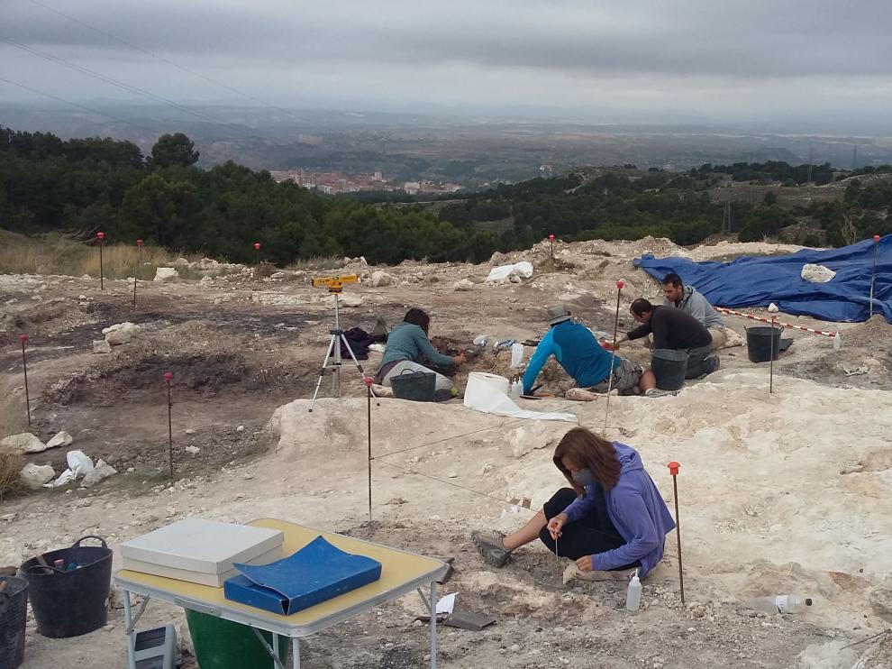 Vista general de la excavación en el yacimiento paleontológico La Gloria 4 (Teruel).