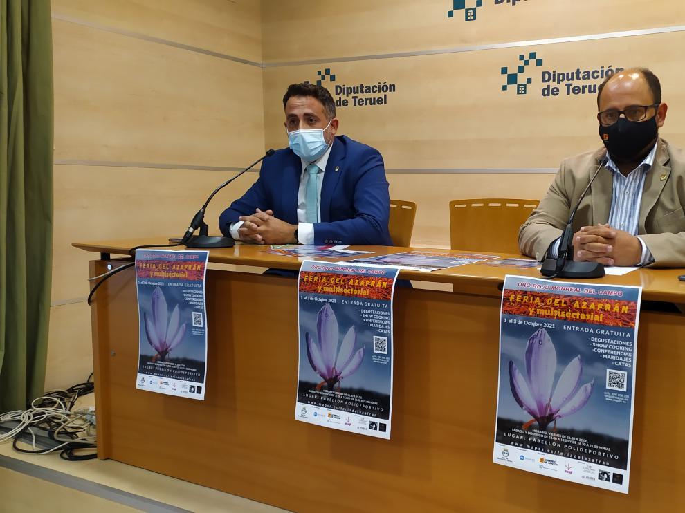 El alcalde de Monreal, Carlos Redón, a la izquierda, con el vicepresidente de la Diputación, Alberto Izquierdo.