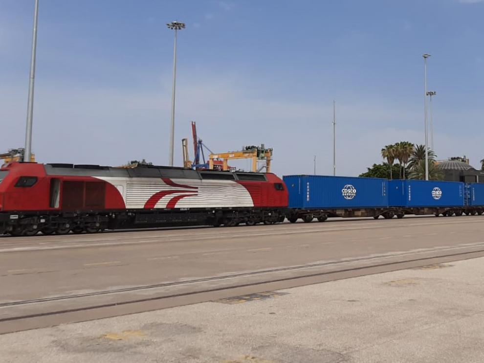 Uno de los trenes de CSP Iberian Raíl Services, en la terminal del puerto de Valencia.