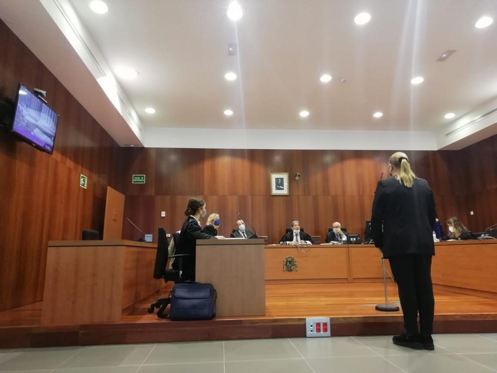 Gabriela C., durante el juicio celebrado contra ella en la Audiencia Provincial de Zaragoza.