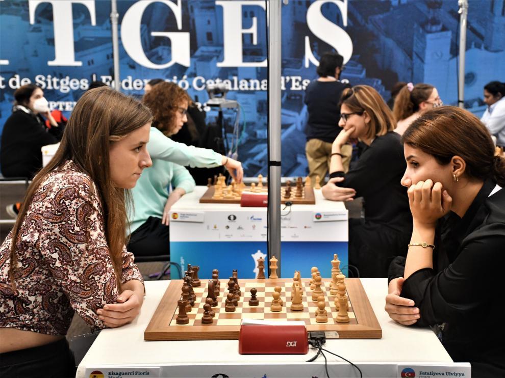 María Eizaguerri, a la izquierda, en la ronda quinta de la fase de grupos del Mundial