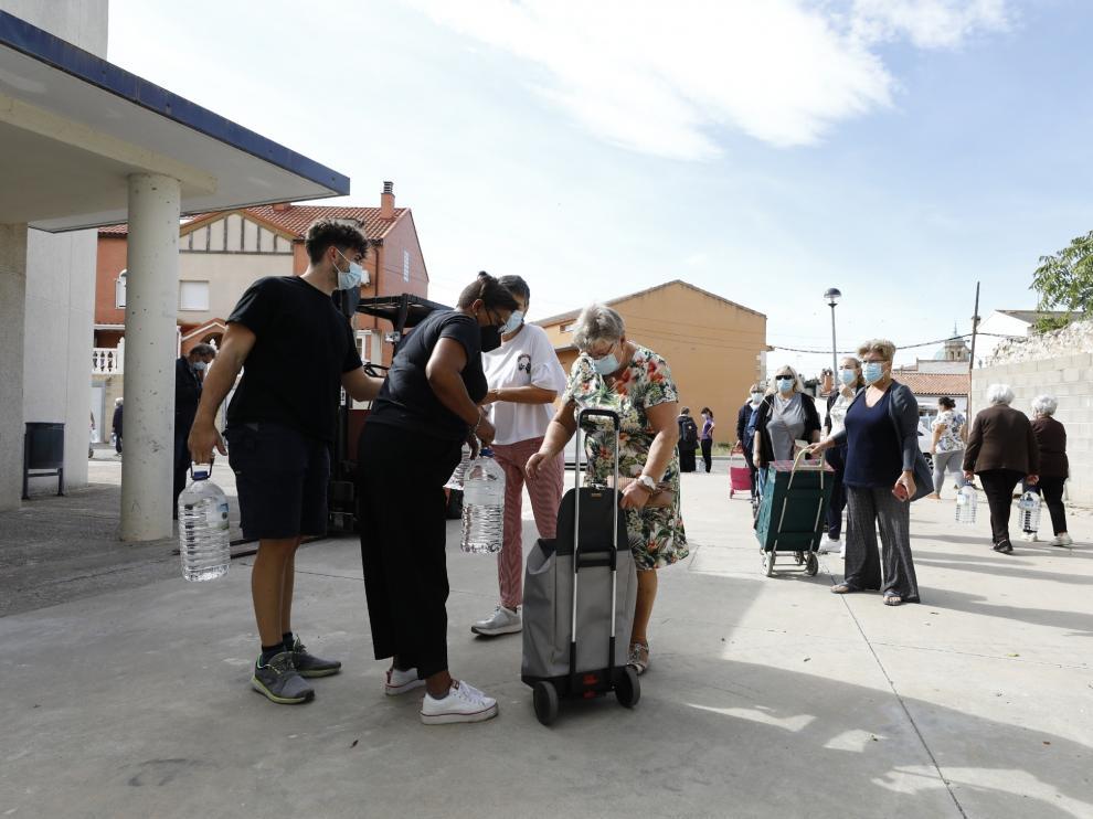 Reparto de agua en Villafranca de Ebro, afectado por un brote de gastroenteritis