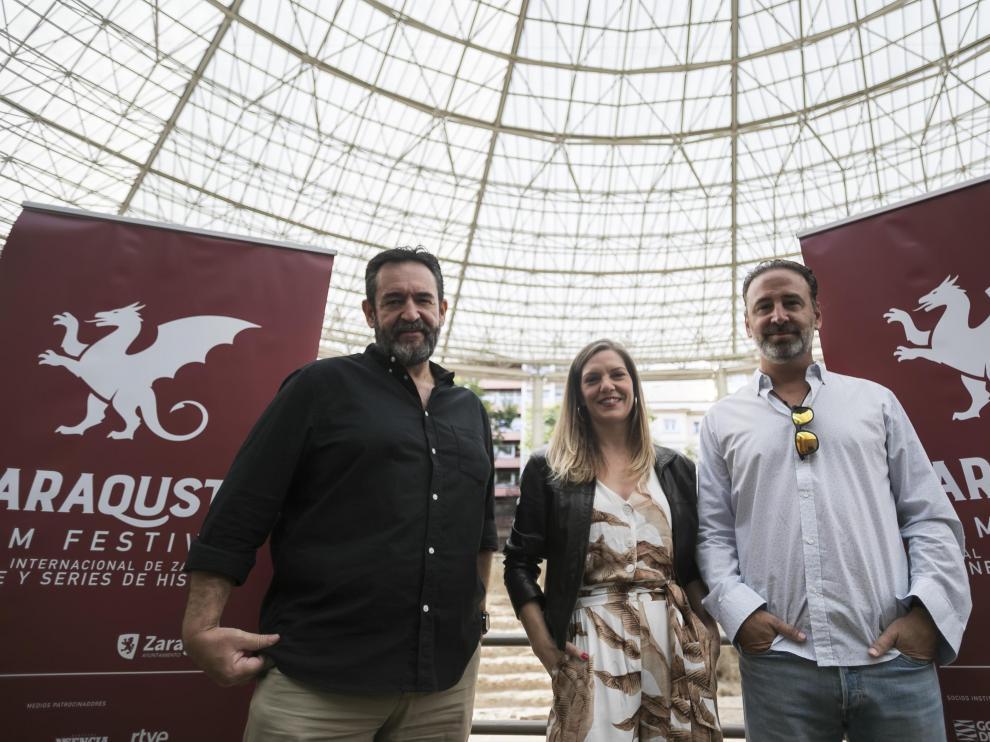 Enrique García, Virginia DeMorata y Dylan Moreno, en la presentación.