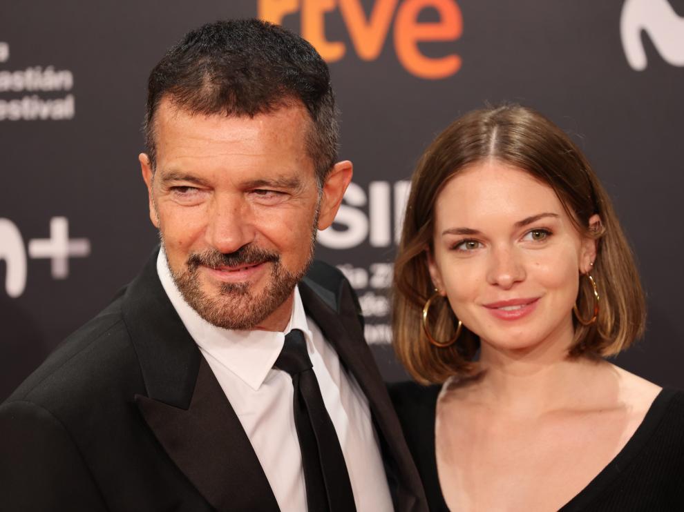 Antonio Banderas y su hija Stella, en la gala de apertura del Festival de San Sebastián 2021.