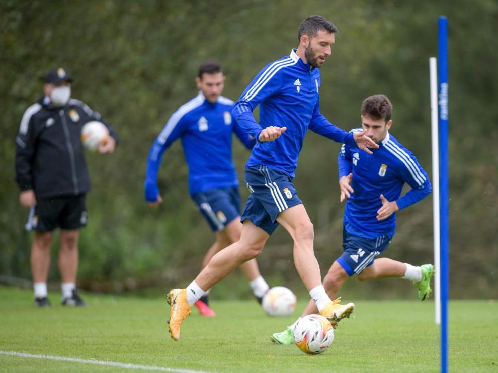 Borja Bastón, en un entrenamiento con el Oviedo.