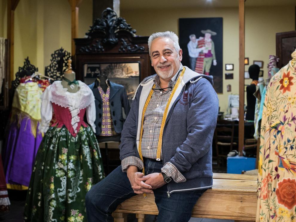Miguel Ángel Lahoz en El Bancal, su tienda de la zaragozana calle de San Andrés.