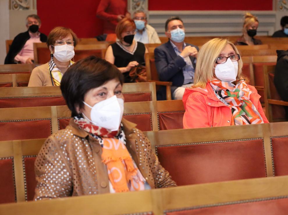 Carmen Montero, en primer plano, y Mª Cruz Villa este miércoles en el acto de apertura de la Universidad de la Experiencia