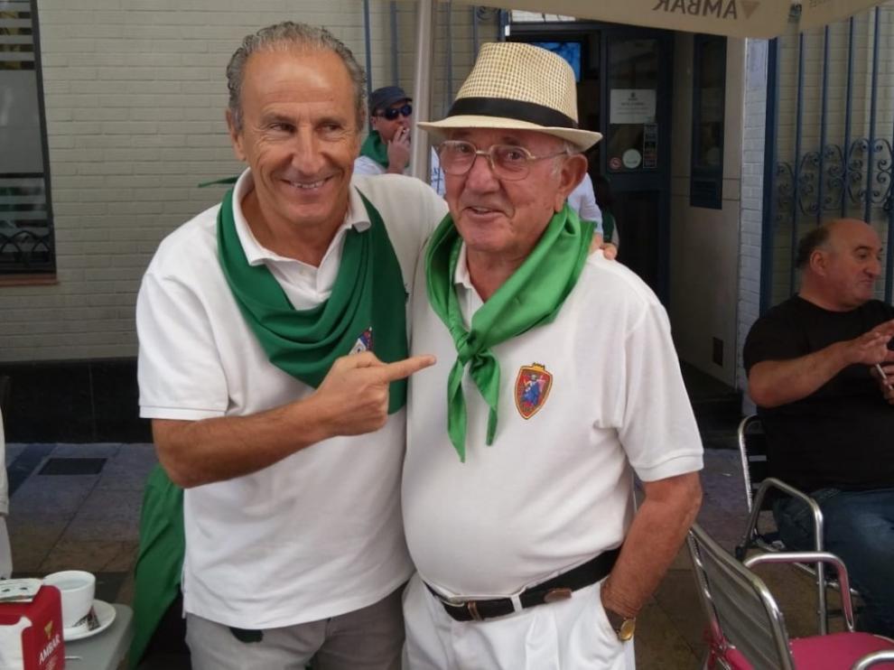 Paco Solano, socio número 1 de la SD Huesca, junto a Petón.