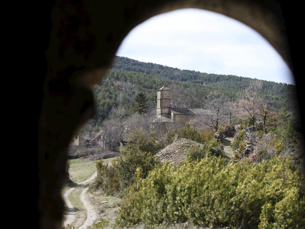 La iglesia de Santa Eulalia de Susín, se enmarca en un entorno de gran belleza