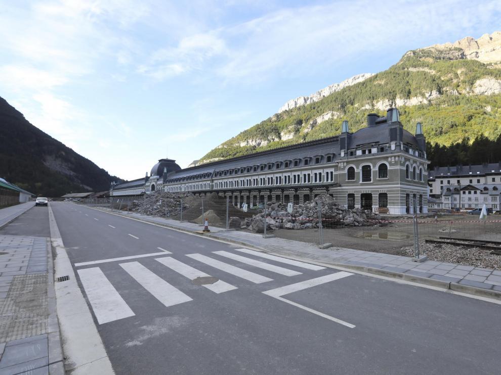 Vial que rodeará la estación, bautizado con el nombre del paseo del Ferrocarril.