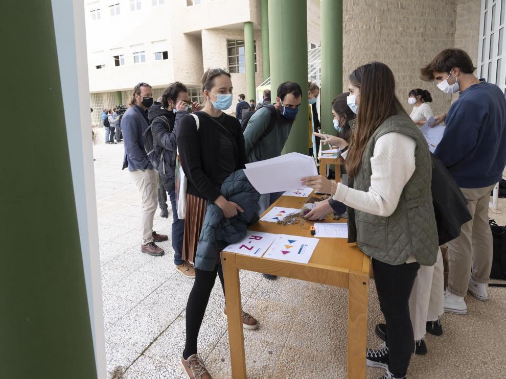 Acreditaciones durante el arranque del Congreso Internacional sobre Economía Social celebrado en Teruel.