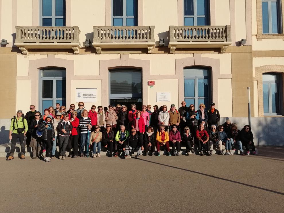 Imagen de archivo de estudiantes de la Universidad de la Experiencia en el Campus de Huesca.