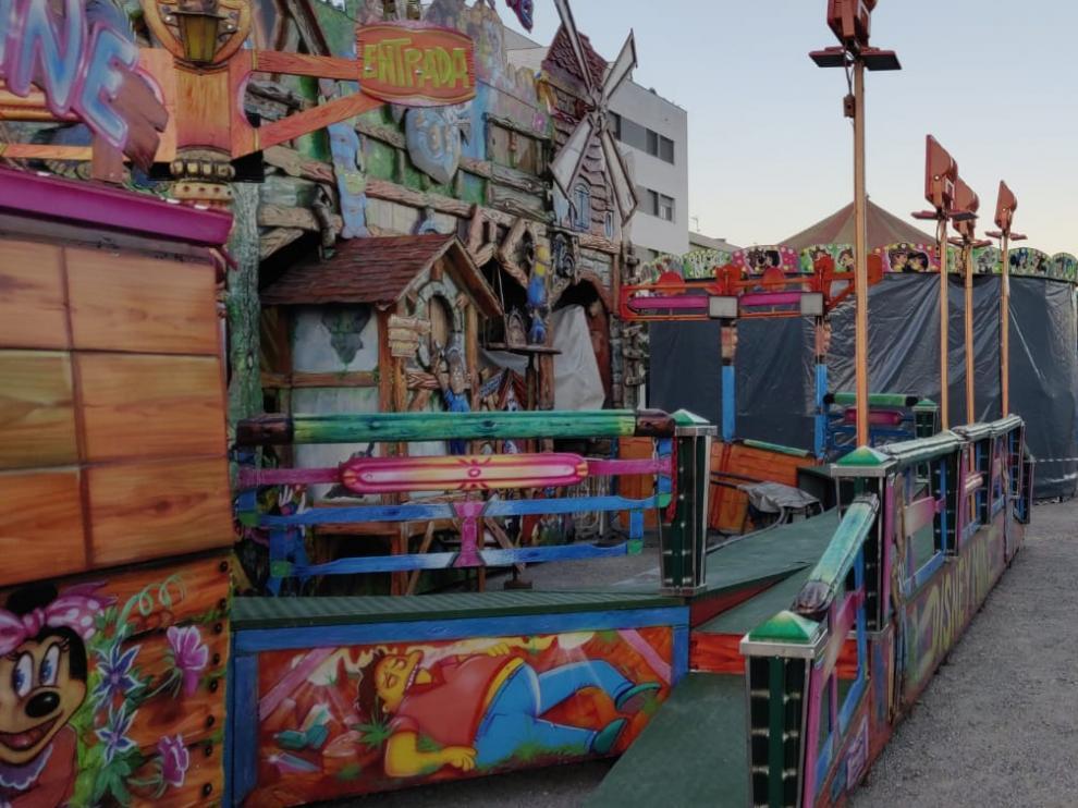 Imagen de las atracciones instaladas ya en el recinto de ferias.