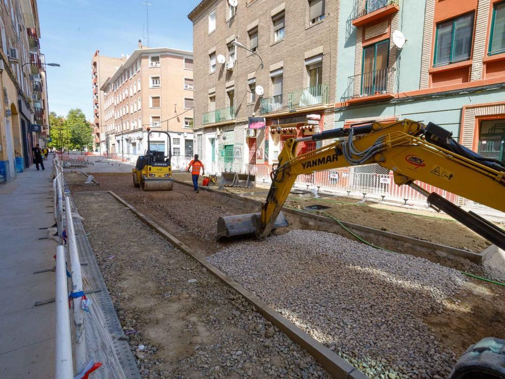 Imagen de las obras de renovación de la calle Santiago Lapuente.