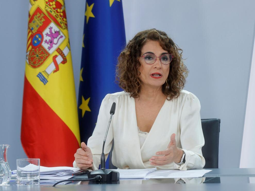 La ministra de Hacienda, María Jesús Montero, participa en la rueda de prensa posterior al Consejo de Ministros extraordinario, en el que se ha aprobado el proyecto de Presupuestos Generales del Estado para 2022.