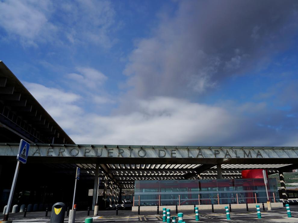 La Palma airport inoperative due to volcanic ash