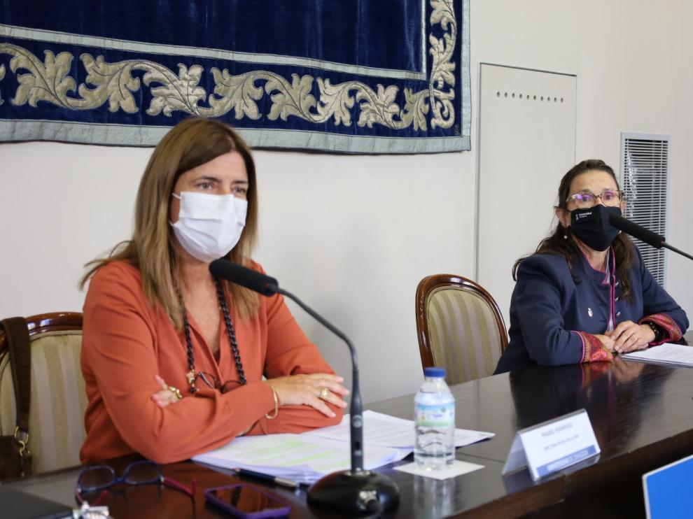 Raquel Rodríguez y Gloria Cuenca durante la presentación de los resultados de la Universidad de Zaragoza.
