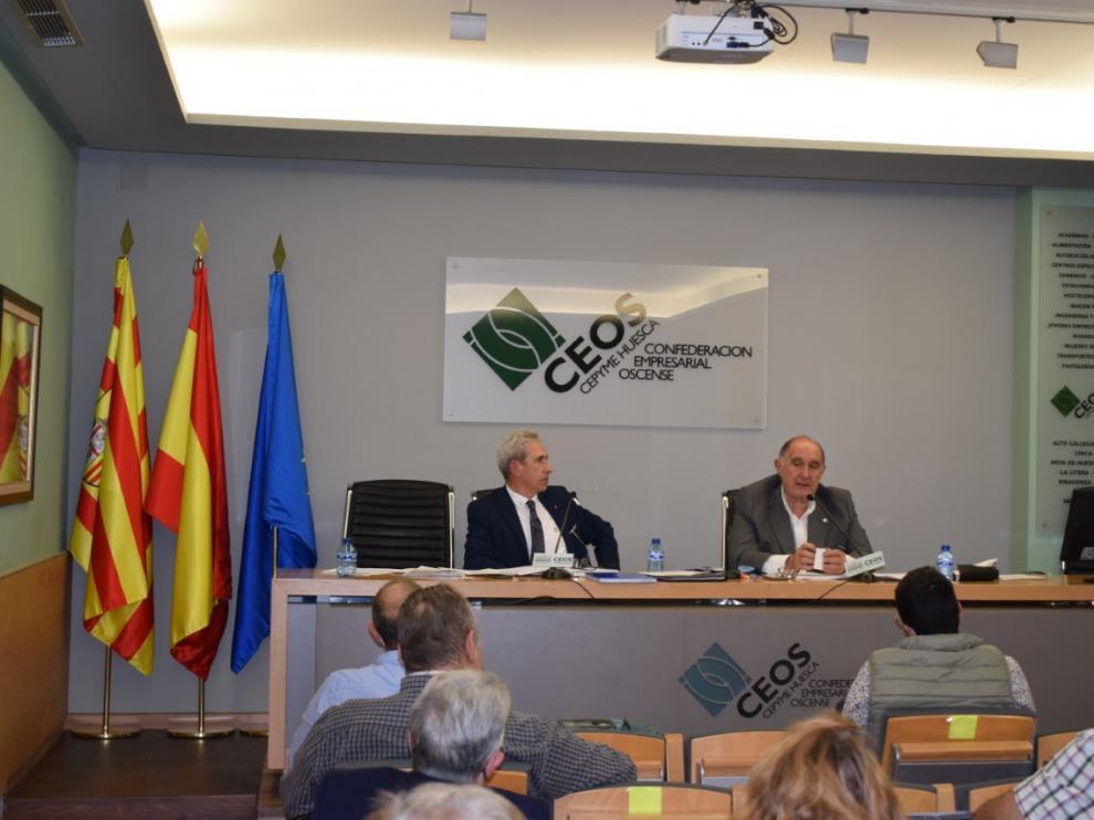 Salvador Cored, director general, y Fernando Luna, presidente, en la primera reunión presencial de la Junta Directiva de la CEOS tras el inicio de la pandemia.