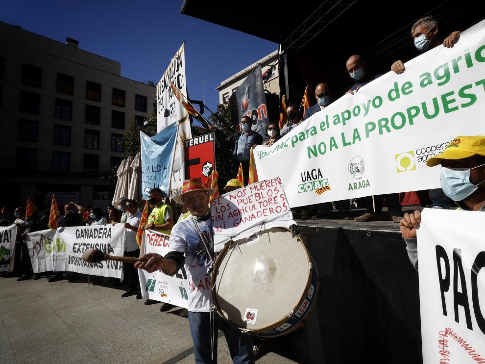 Protesta de agricultores y ganaderos por una PAC profesional
