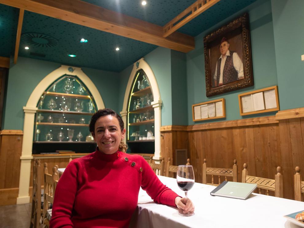 Elisa Navascués, en La Rinconada de Lorenzo, donde nunca falta el ternasco al horno.
