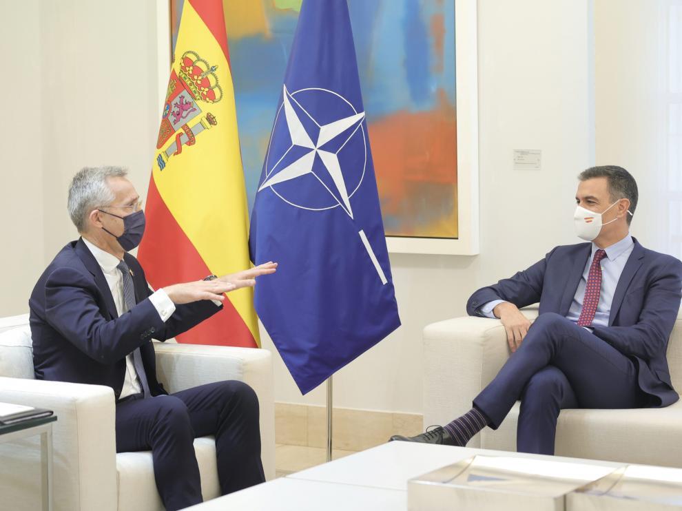 El presidente del Gobierno, Pedro Sánchez. durante una reunión con el secretario general de la OTAN, Jens Stoltenberg, en el Palacio de la Moncloa.