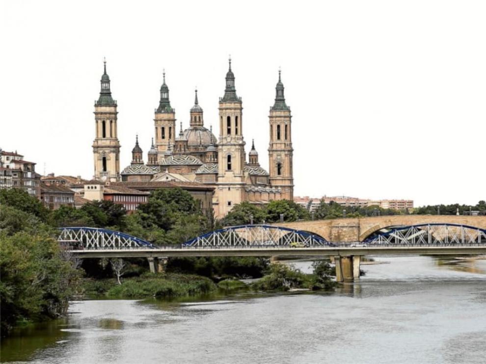 Vista de la Basílica del Pilar, el puente de Piedra y el de Hierro.