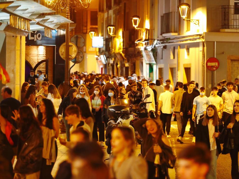 Ambiente en las calles de Zaragoza en el primer viernes del Pilar 2021