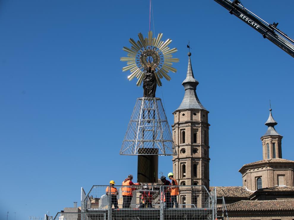 La imagen de la Virgen del Pilar, en la estructura de la Ofrenda de Flores 2021
