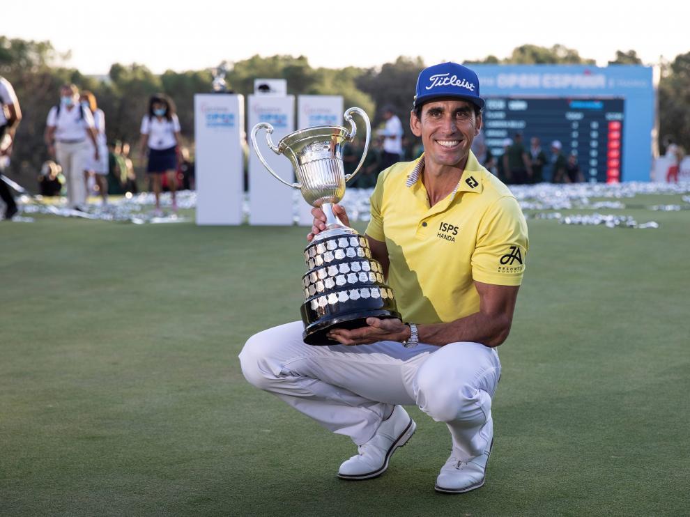Rafael Cabrera Bello posa con el trofeo